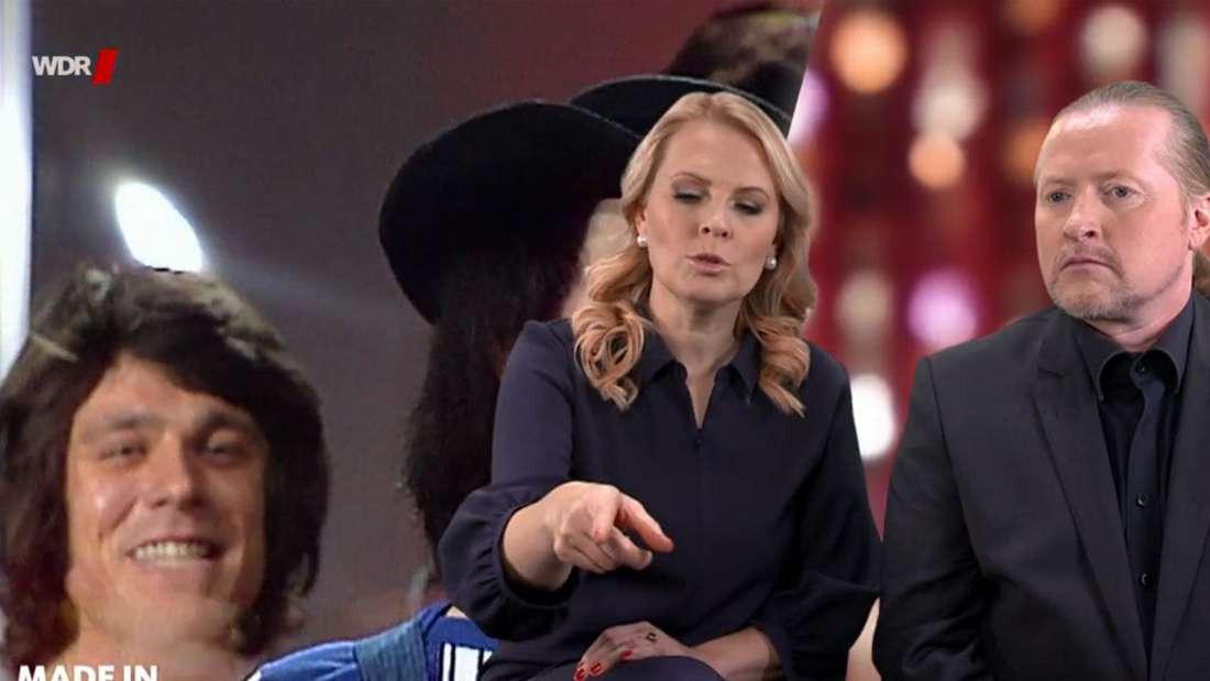 Patricia Kelly kommentiert neben Joey Kelly einen alten Mitschnitt der Les Humphries Singers - im Hintergrund ist der junge Jürgen Drews zu sehen.