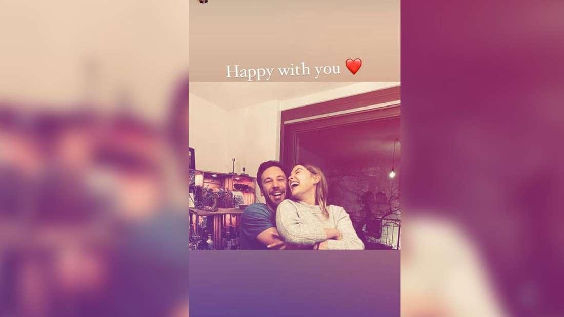 """Julia von """"Bauer sucht Frau"""" (RTL) zeigt sich glücklich in ihrer Instagram-Story - mit einem neuen Mann."""