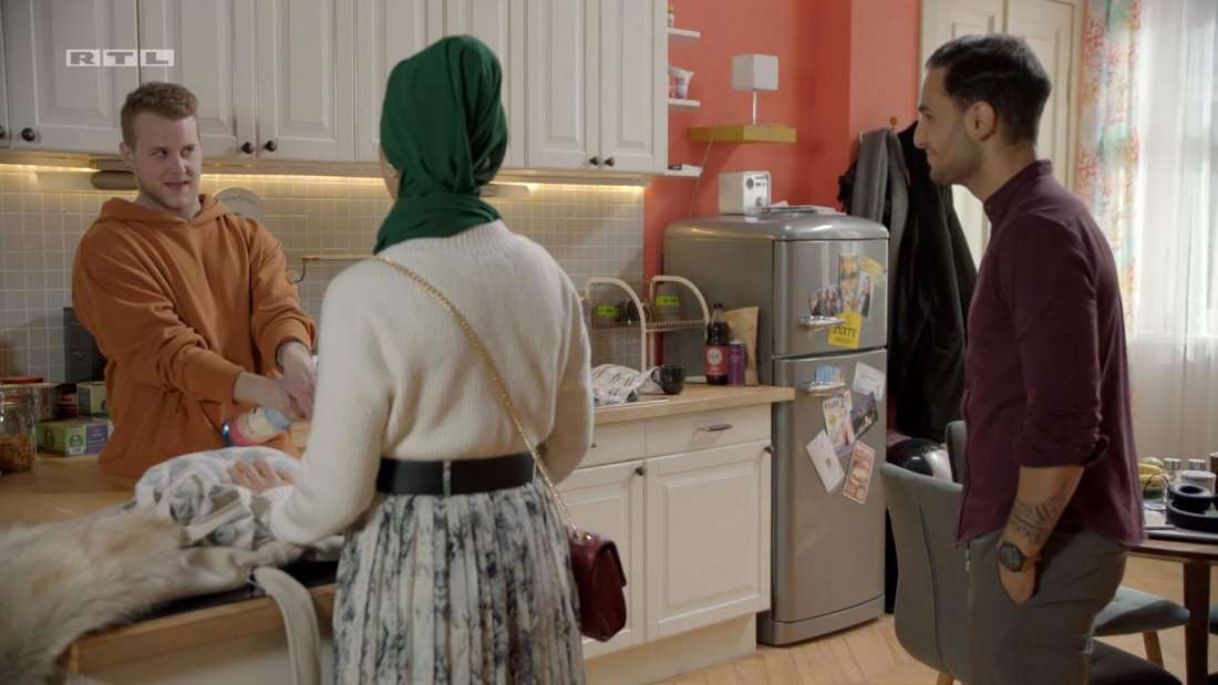 Jonas, Nihat und Nazan in der Küche
