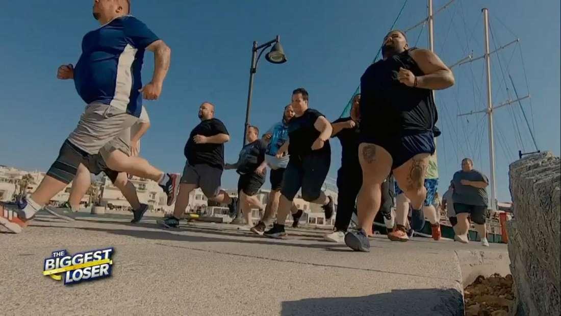 The Biggest Loser: Die 15 Bewerber kämpfen beim Wettrennen um die Shirts