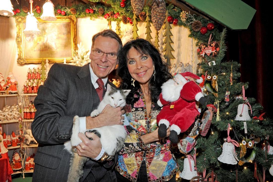 Dunja Rajter und ihr Mann Michael Eichler auf einem Weihnachtsmarkt
