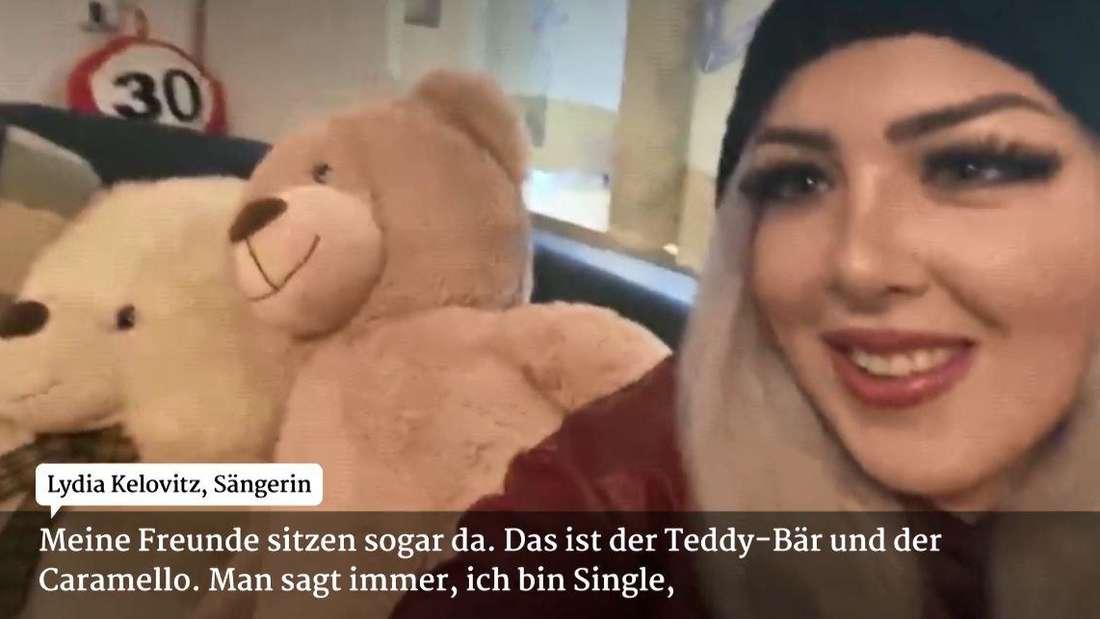 Lydia Kelovitz zeigt bei RTL ihre große Liebe: Zwei Teddybären.
