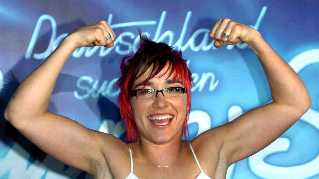 DSDS-Gewinnerin 2004, Elli Erl aus Regensburg reckt die Fäuste in die Höhe und freut sich im RTL-Show-Finale über den Sieg