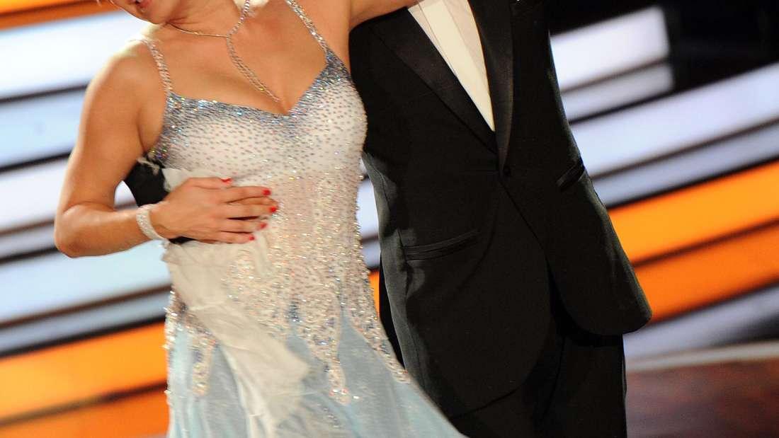 """Magdalena Brzeska zusammen mit ihrem Tanzpartner Erich Klann im Halbfinale von """"Let's Dance"""" 2012."""