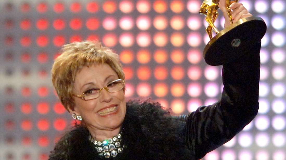 """Caterina Valente bei der Verleihung der """"Goldenen Henne"""""""