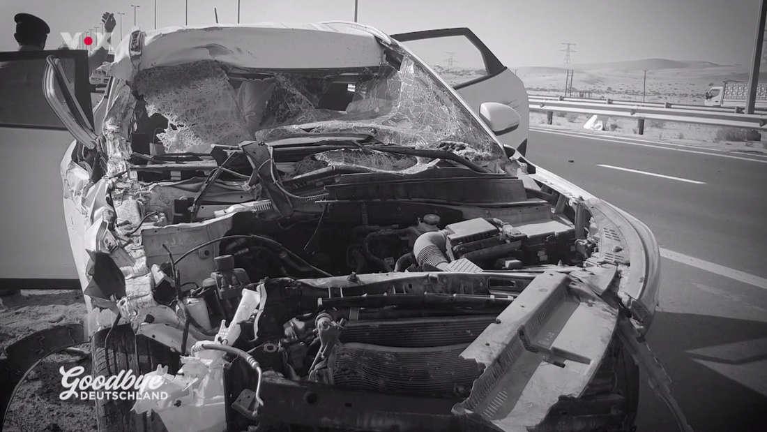 Das komplett zerstörte Auto der Familie Mostegl