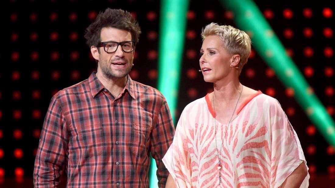 Sonja Zietlow und Daniel Hartwich stehe auf einer TV-Bühne
