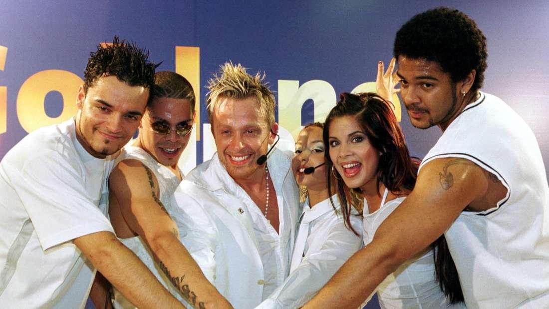 Strahlend stehen die Mitglieder der Pop-Gruppe Bro'Sis, darunter Giovanni Zarrella, bei einem Fototermin
