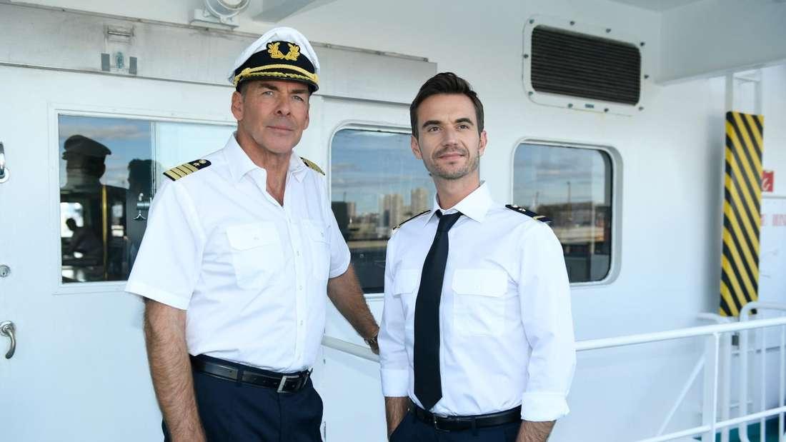 Sascha Hehn und Florian Silbereisen stehen an Bord des ZDF-Traumschiffs
