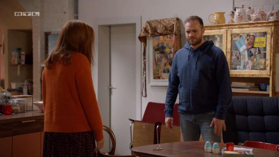 Erik und Toni reden miteinander