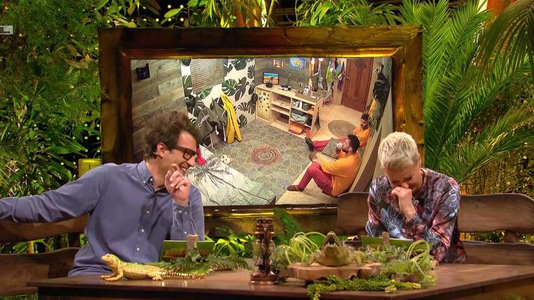 Sonja Zietlow und Daniel Hartwich lachen im Dschungelcamp