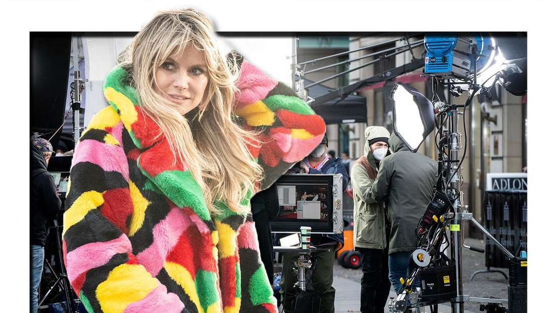 Fotomontage: Vorne Heidi Klum in einem bunten Fell-Mantel, im Hintergrund Crew-Mitglieder mit Masken im Gesicht