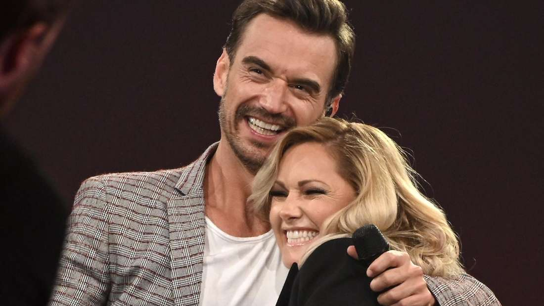Helene Fischer und Florian Silbereisen umarmen sich auf der Bühne