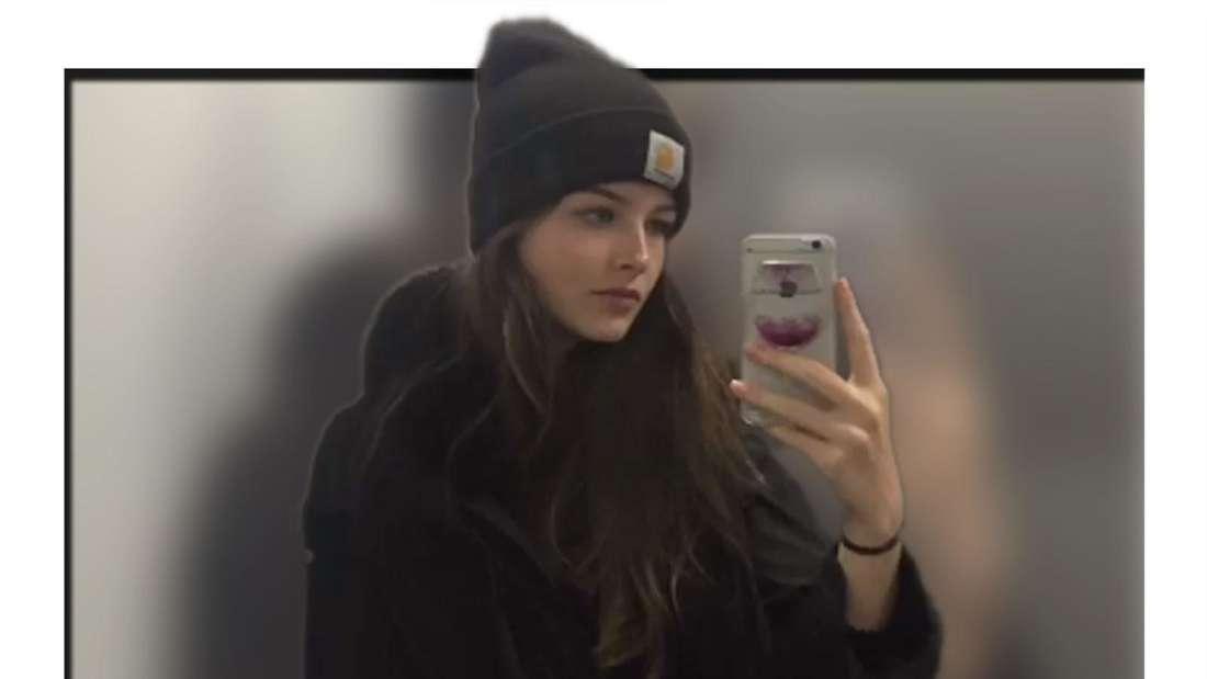 Spiegelfoto von GNTM Kandidatin Jasmine Jüttner