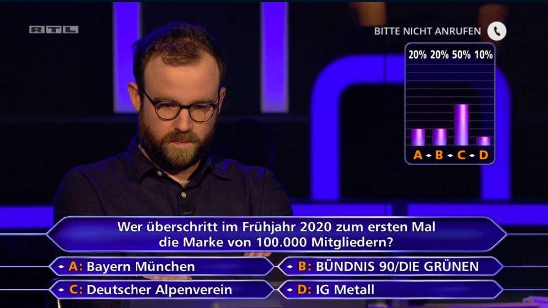 """Niklas Bayer-Eynck bei """"Wer wird Millionär"""" loggt nach Publikumsjoker die falsche Antwort ein"""