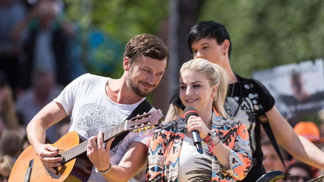 Beatrice Egli singt in einer TV-Show