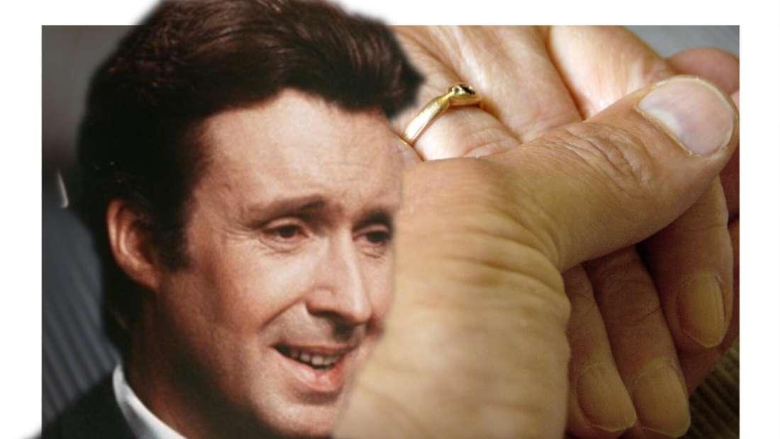Peter Alexander schaut auf zwei Hände, die sich festhalten (Fotomontage)