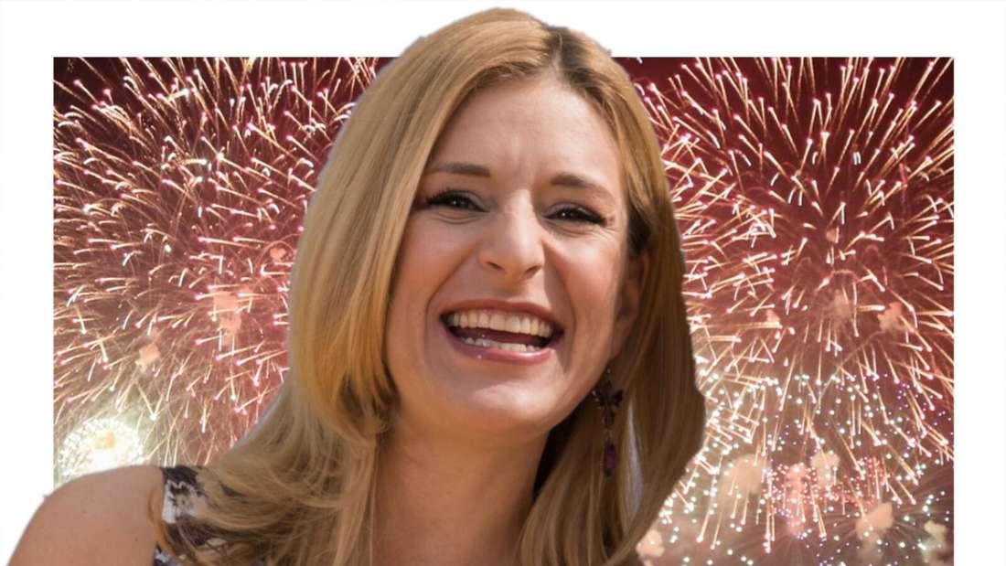 Stefanie Hertel lacht vor einem Feuerwerk (Fotomontage)