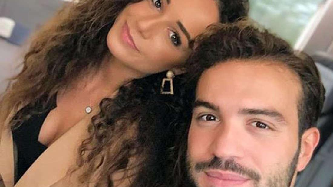 Yasin Cilingir mit seiner Frau Samira während einer Zugfahrt