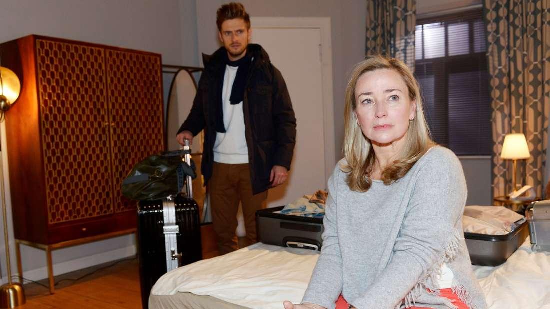 Patrizia starrt in die Luft, Philip schaut entsetzt auf Patrizia