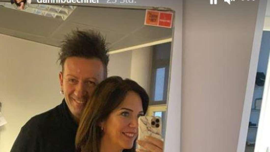 Danni Büchner und Ennesto machen gemeinsam ein Spiegelselfie