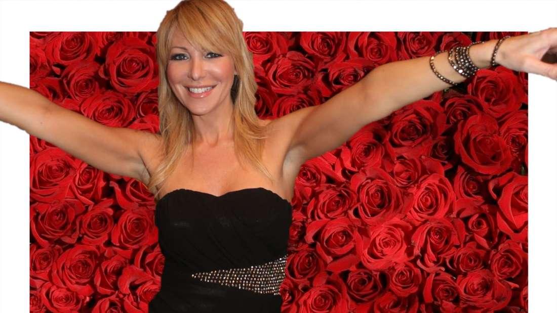Rosanna Rocci breitet die Arme aus, im Hintergrund rote Rosen (Fotomontage)