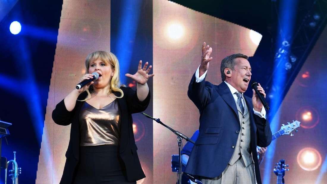Maite Kelly und Roland Kaiser singen auf der Bühne