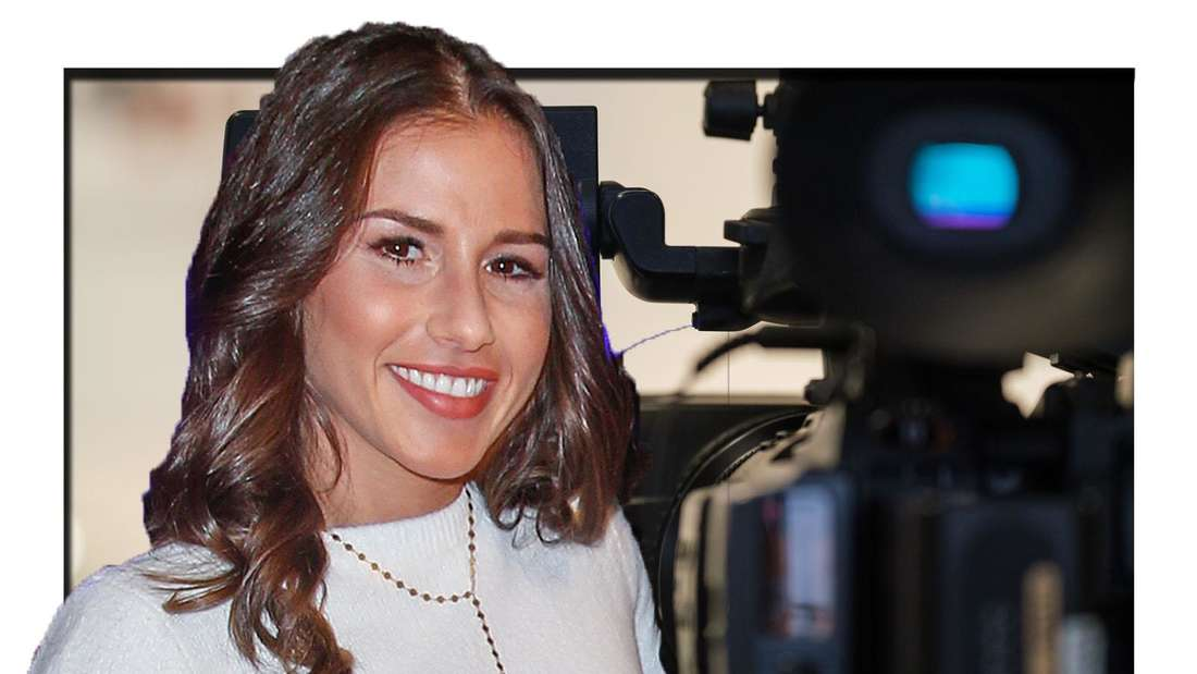 Sara Lombardi lächelt, im Hintergrund ist eine Kamera zu sehen (Fotomontage)