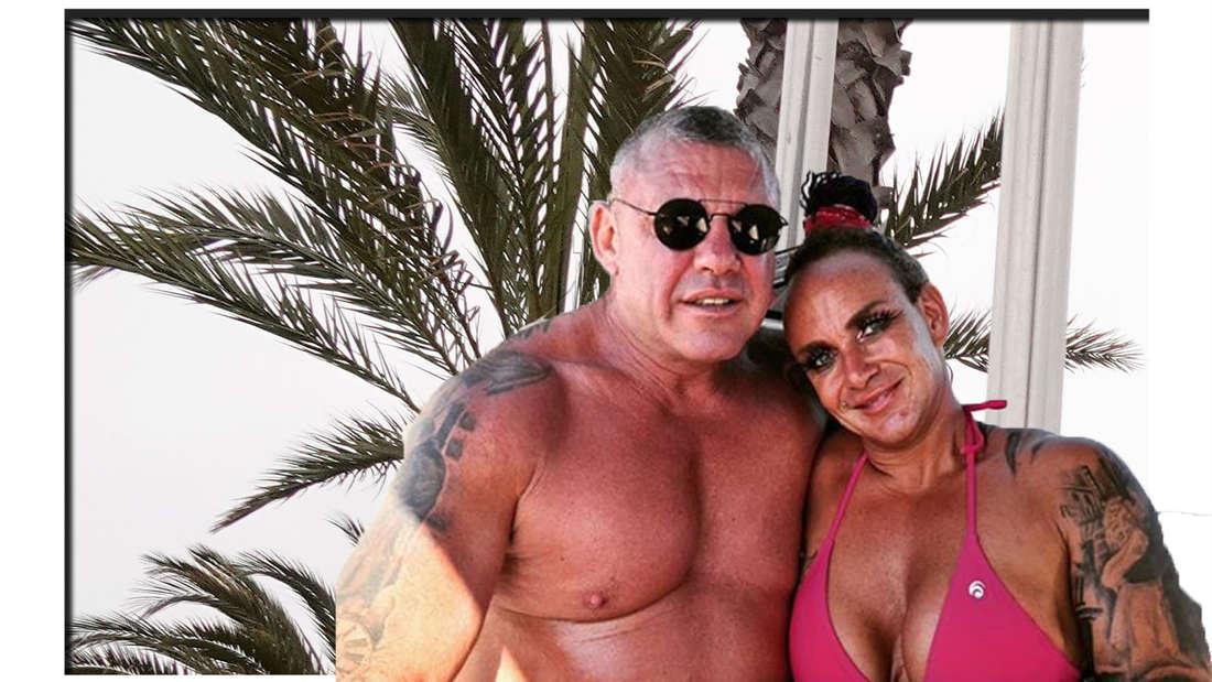 Caro und Andreas Robens haben Badebekleidung an und umarmen sich. Im Hintergrund sieht man eine Palme. (Fotomontage)