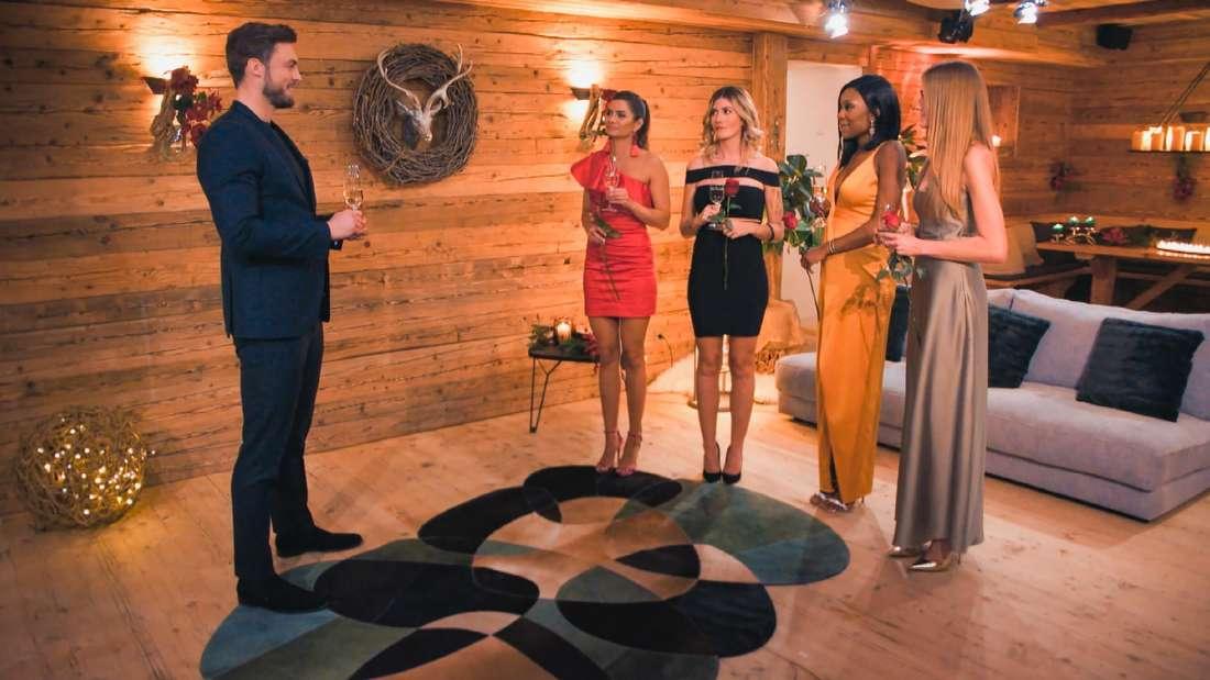 Bachelor Niko Griesert mit den Bachelor-Kandidatinnen Michèle, Stephie, Linda und Mimi