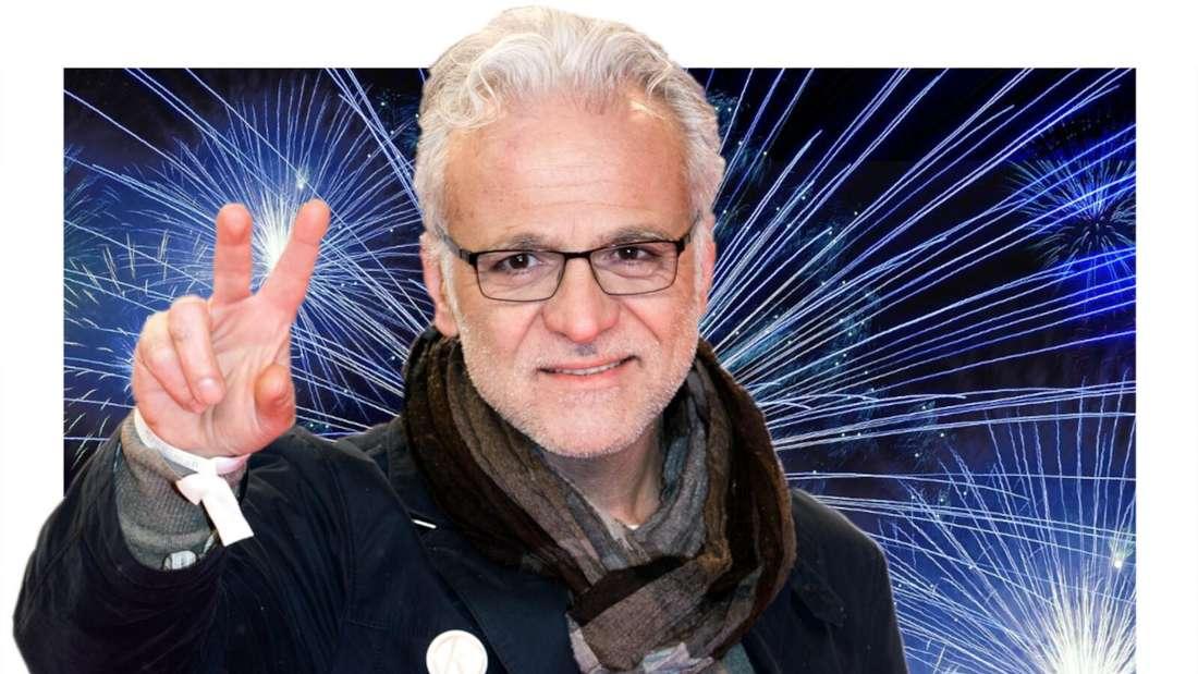 Nino de Angelo grüßt und lächelt, im Hintergrund ein Feuerwerk (Fotomontage)