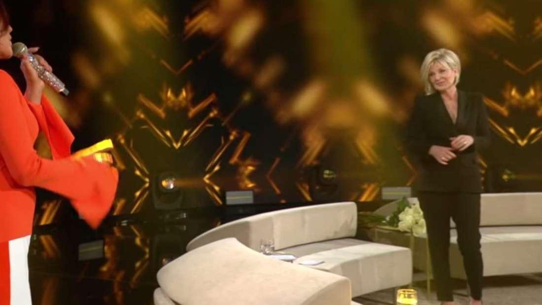 Andrea Berg sing ihren Hit und überrascht Carmen Nebel auf der TV-Bühne