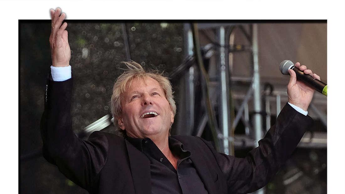 Bernhard Brink singt am 01.07.2018 auf der Bühne während des Open Air-Sommerfestivals in Wolfsburg (Fotomontage)