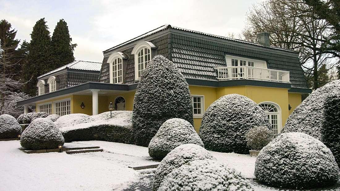 Ein Haus im Schnee