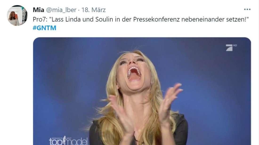 """Heidi lacht, darüber steht """"Lass Linda und Soulin in der Pressekonferenz nebeneinander setzen"""""""