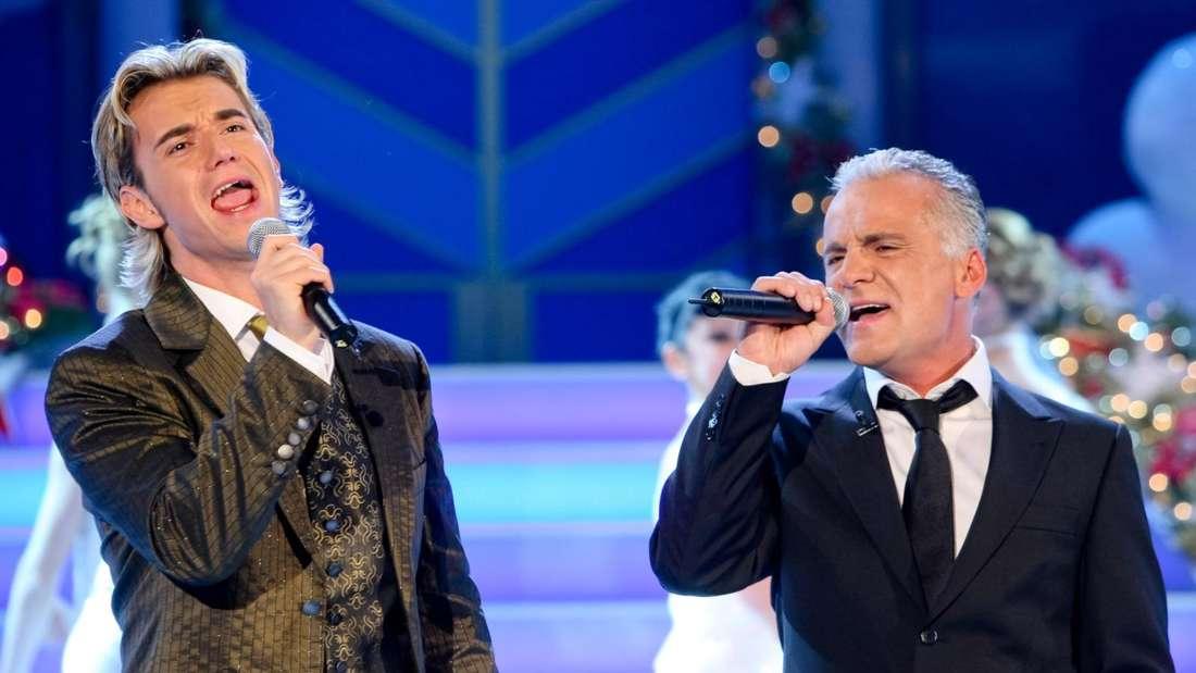 Nino de Angelo und Florian Silbereisen stehen gemeinsam auf der TV-Bühne und singen ein Duett.