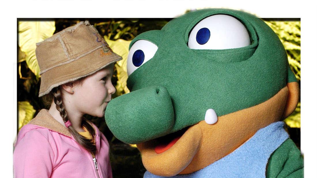 Joy Gruttmann küsst Schnappi das kleine Krokodil auf die Schnautze