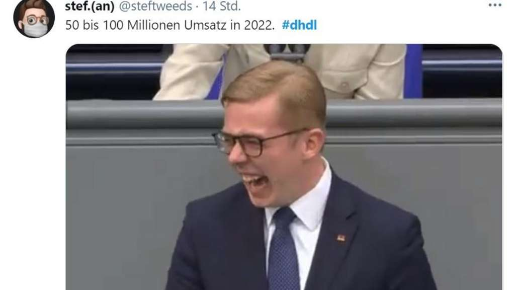 Philipp Amthor lacht am Bundestag