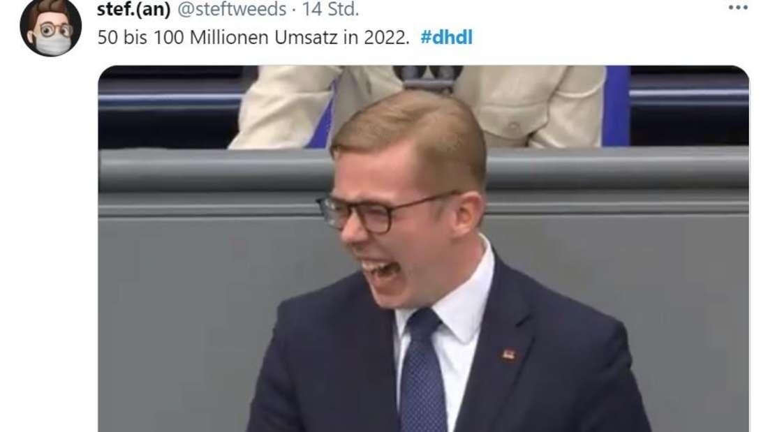 Philipp Amthor lacht am Bundestag