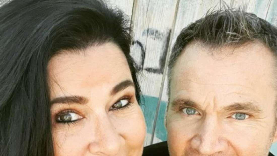 Iris Klein macht ein Selfie mit ihrem Mann