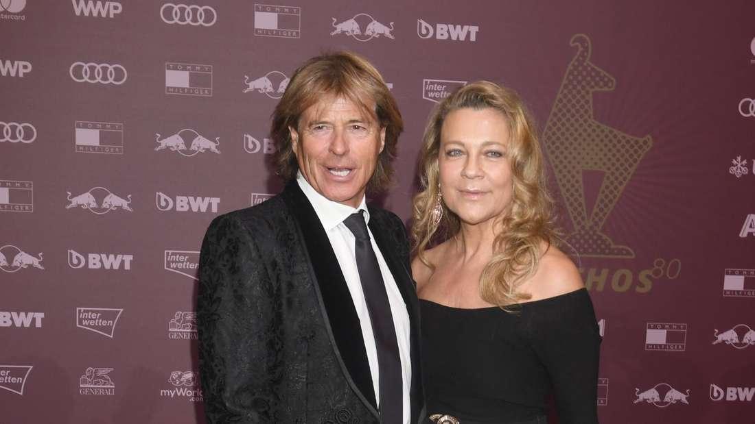 Hansi Hinterseer mit seiner Frau auf dem roten Teppich