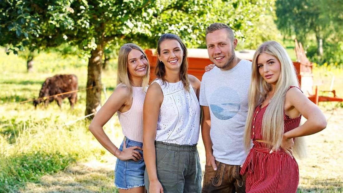 """Patrick Romer mit seinen drei Damen. Rechts steht Antonia, die nun ein vernichtendes Urteil über """"Bauer sucht Frau"""" gefällt hat."""