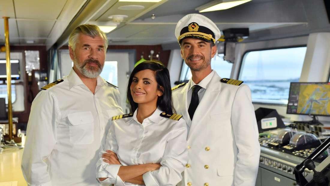 Florian Silbereisen, Daniel Morgenroth und Collien Ulmen-Fernandes auf der Brücke des Traumschiffs
