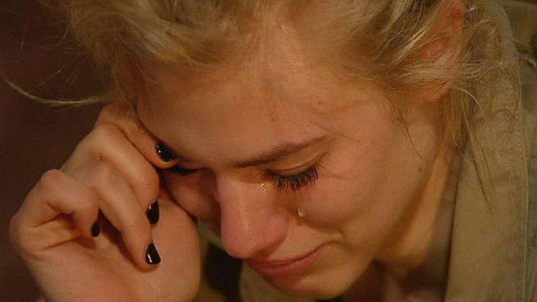 Larissa Marolt weint im Dschungelcamp