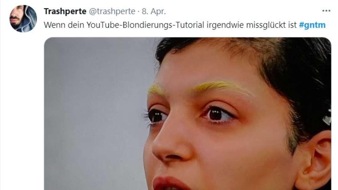 Ein Model schaut entsetzt. Ihre Augenbrauen sind gelb.