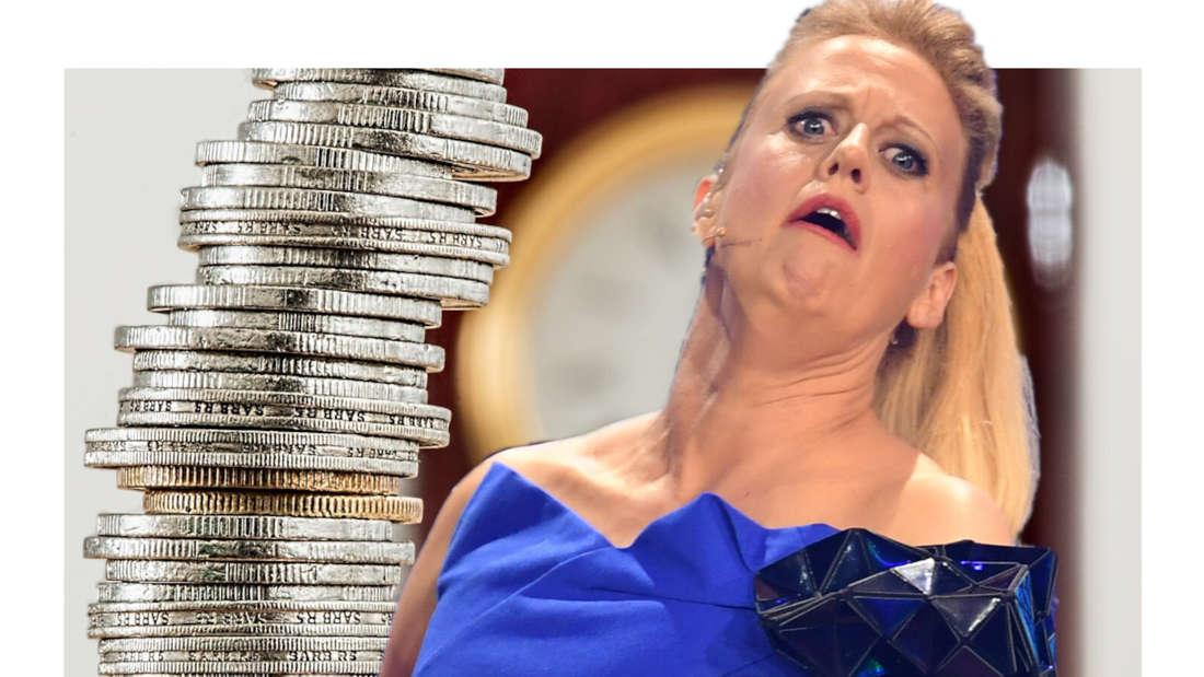 Barbara Schöneberger verzieht das Gesicht, neben ihr ein Turm aus Geldmünzen (Fotomontage)
