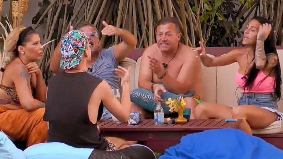 In der zweiten Folge wird Katy Bähm von den anderen Kandidaten gemobbt .