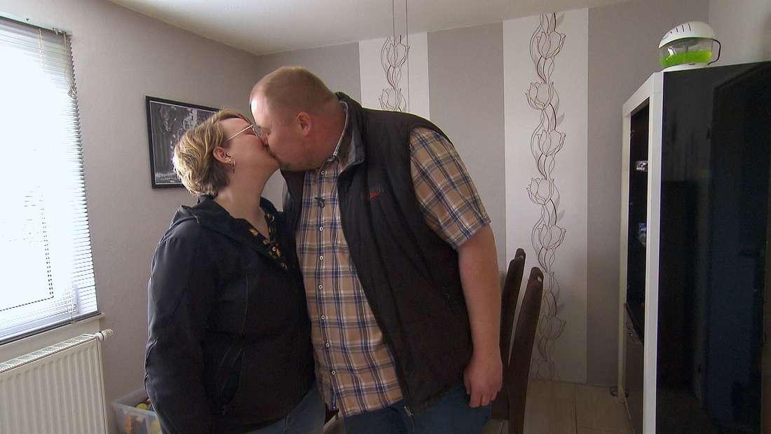 Stephanie (29) ist zu Hobby-Geflügelzüchter Leif (33) aus Niedersachsen gezogen