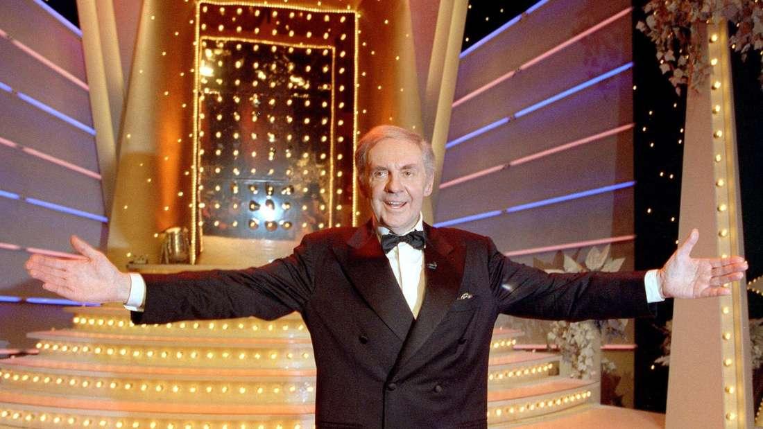 Harald Juhnke begrüßt das Publikum mit großer Gäste im TV