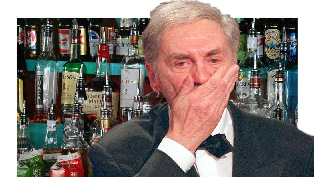 Harald Juhnke hält sich erschrocken den Mund zu, im Hintergrund viele Alk-Flaschen (Fotomontage)